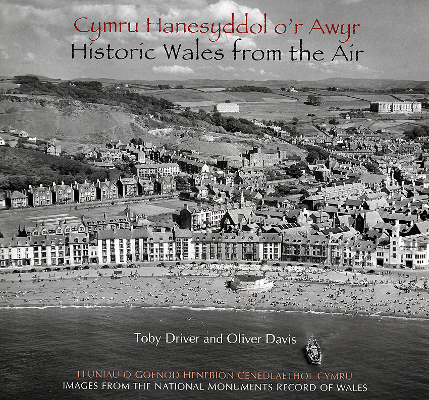 Cymru Hanesyddol o'r Awyr - Historic Wales from the Air ISBN 978-1-871184-44-0