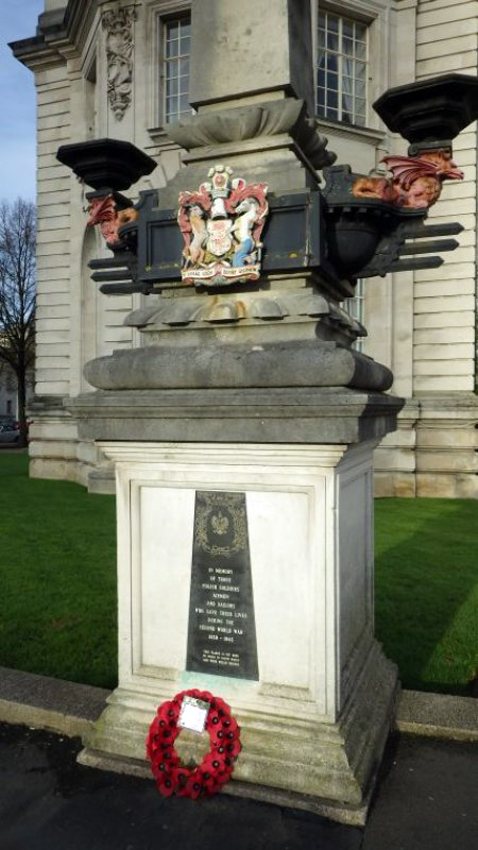 View of Polish War Memorial outside Cardiff City Hall,  Ref: DS2015_170_001, C608409