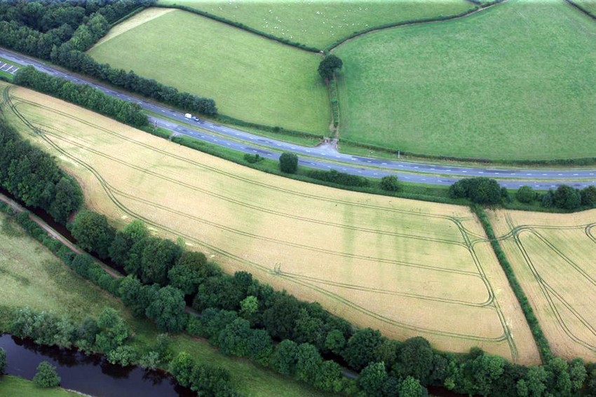 Cefn-Brynich-Roman-Fort-detailed-view-of-cropmarks-of-Roman-fort-ditches-from-the-south-1st-August-2013AP_2013_5345