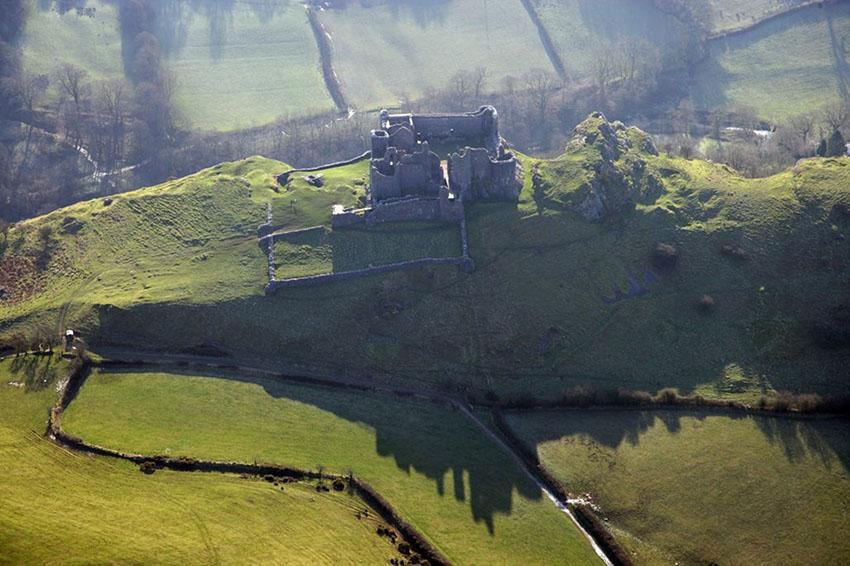RCAHMW colour oblique photograph of Carreg Cennen Castle, Catalogue Number: C914911